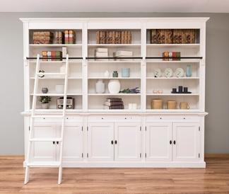 Bücherregal mit Leiter aus Kiefernholz in weiß